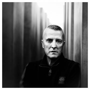 portrait-schwarzweissfoto-monochrom-musik-musikerportrait-daf-robert-940